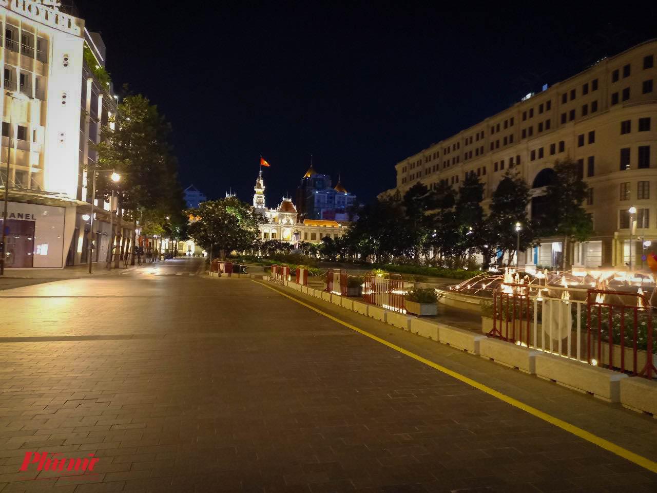 Đường Nguyễn Huệ hướng về UBND Thành phố