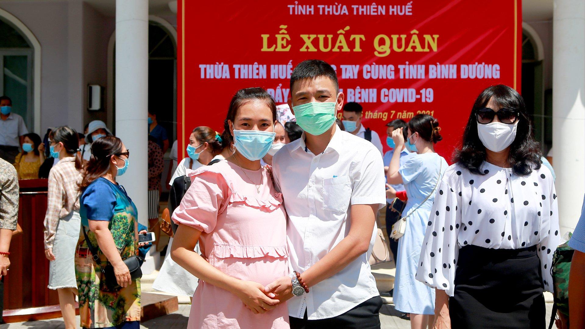ĐD Nguyễn Đăng Công đang công tác tại Khoa Hồi sức tích cực BVTW Huế, là thành viên Đoàn công tác hỗ trợ PCD tại Bình Dương. Có vợ là ĐD khoa Gây mê hồi sức BVTW Huế CS2 đang mang thai 8 tháng con đầu lòng