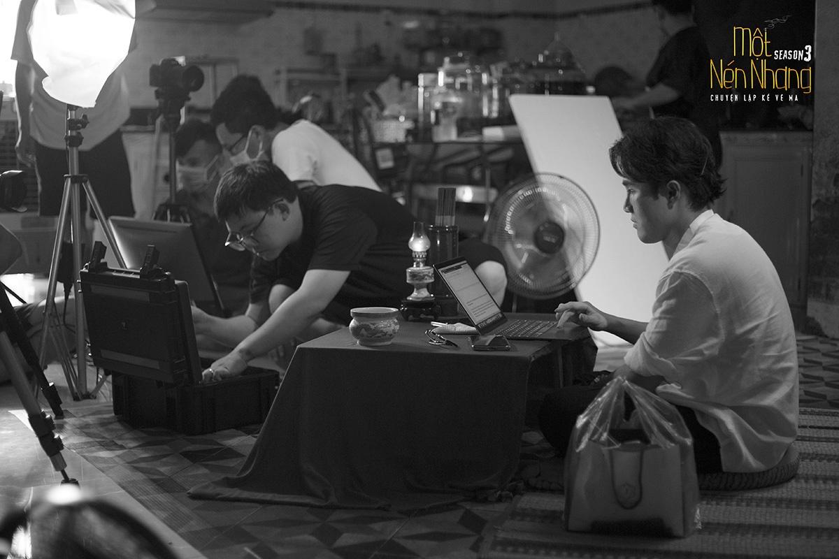 Huỳnh Lập xoay xở quay phim trong hoàn cảnh thiếu thốn thiết bị và nhân lực.