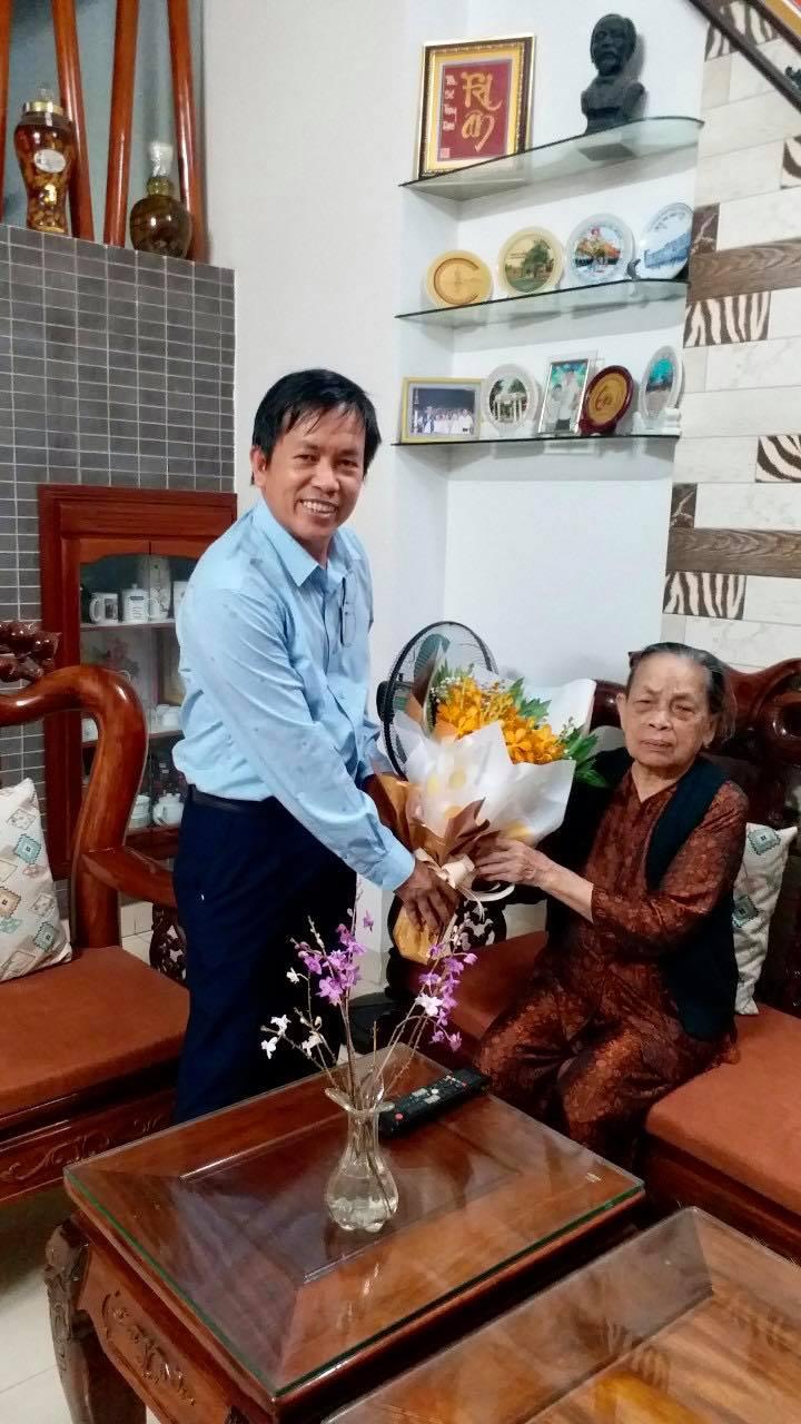 Bác sĩ Trịnh Minh Thế (hiện là trưởng khoa Gây mê hồi sức, bệnh viện C Đà Nẵng) là người con thứ 5 được mẹ sinh ra trong tù - Ảnh nhân vật cung cấp