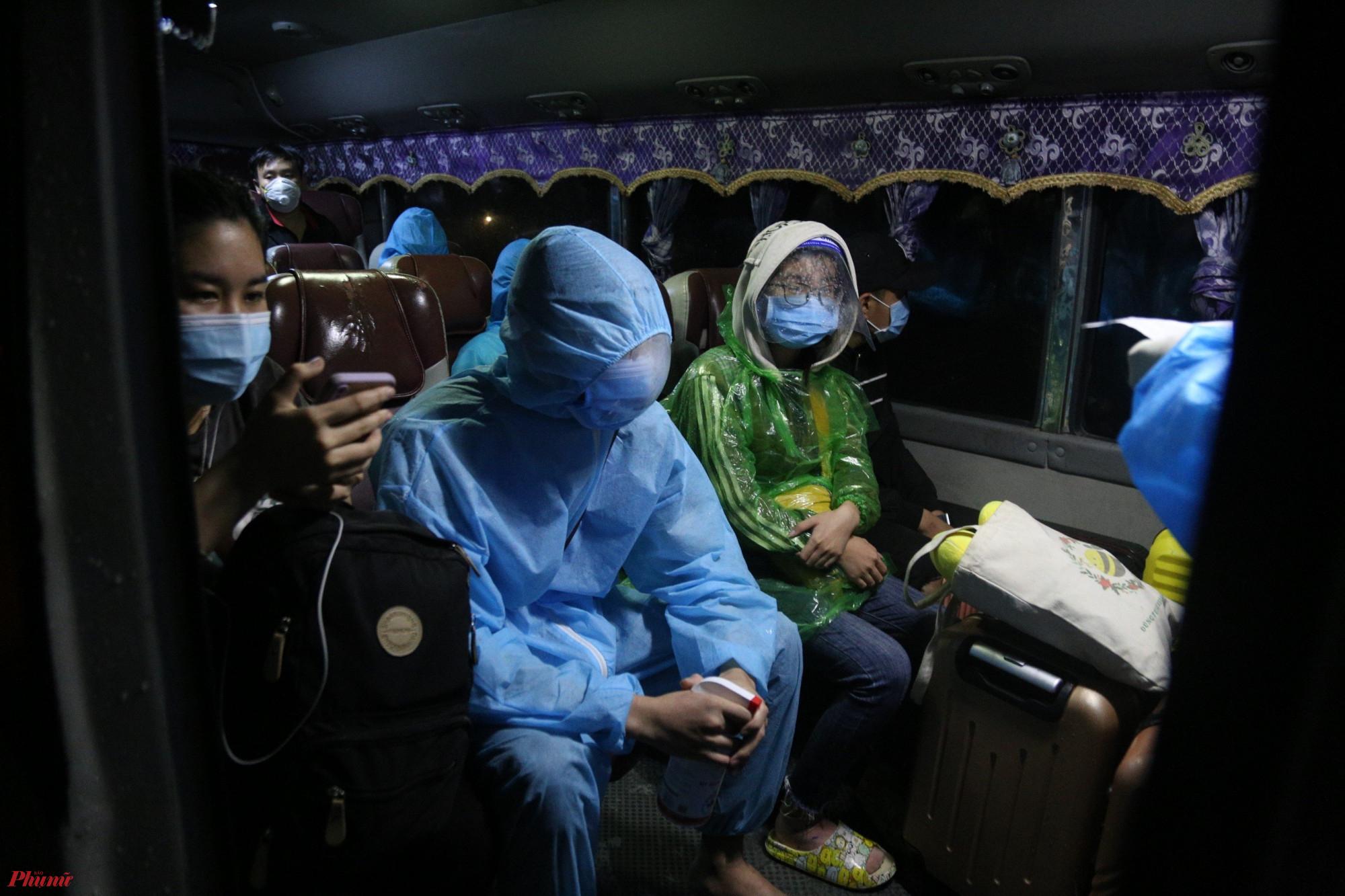 Ông Mai Đức Chính - Trưởng ga Hương Phố cho biết, đơn vị đã phối hợp với các lực lượng chức năng địa phương để đón người dân từ vùng dịch về quê an toàn, đảm bảo quy định phòng dịch bệnh.