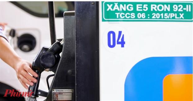 Xăng dầu đồng loạt giảm giá bán sau liên tục 3 tháng tăng giá. Ảnh: Quốc Thái