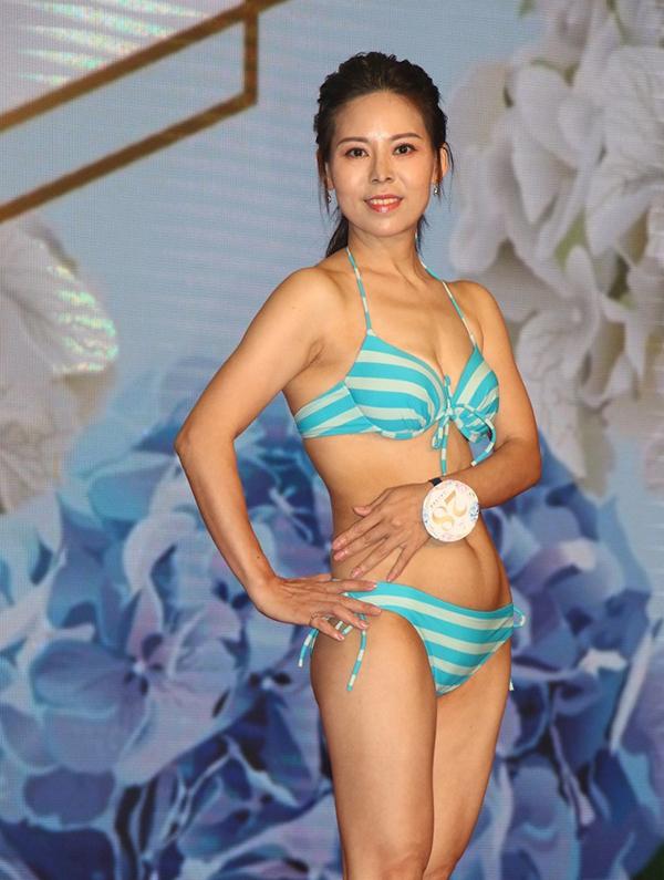 Hồ Xuân Mai cũng là thí sinh gây chú ý. Cô năm nay 46 tuổi, hiện làm mẹ đơn thân. Con gái của cô năm nay 13 tuổi.
