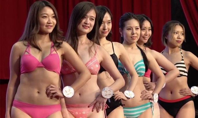 Nhiều tờ báo uy tín của Hồng Kông đánh giá 1/3 trong tổng số 44 ứng viên của cuộc thi có nhan sắc, vóc