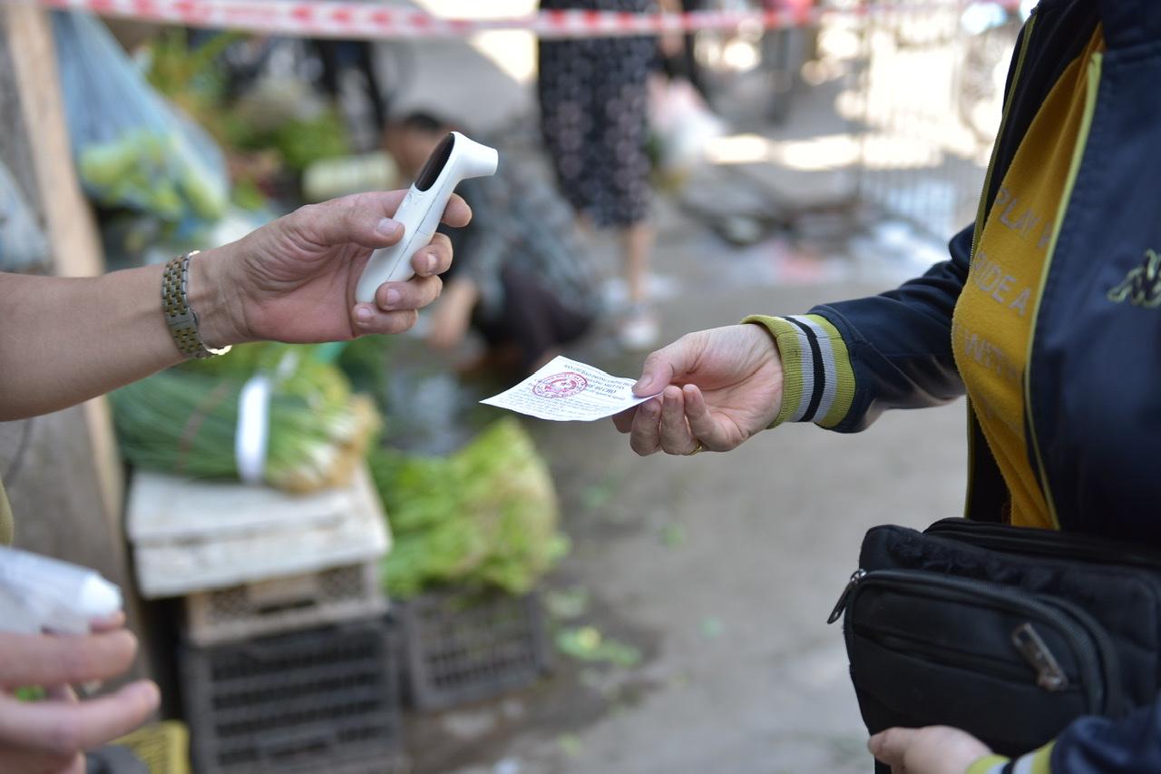 Bí thư Thành uỷ Hà Nội yêu cầu các Quận, Huyện, Thị xã nghiên cứu ngay mô hình pháp phiếu đi chợ.