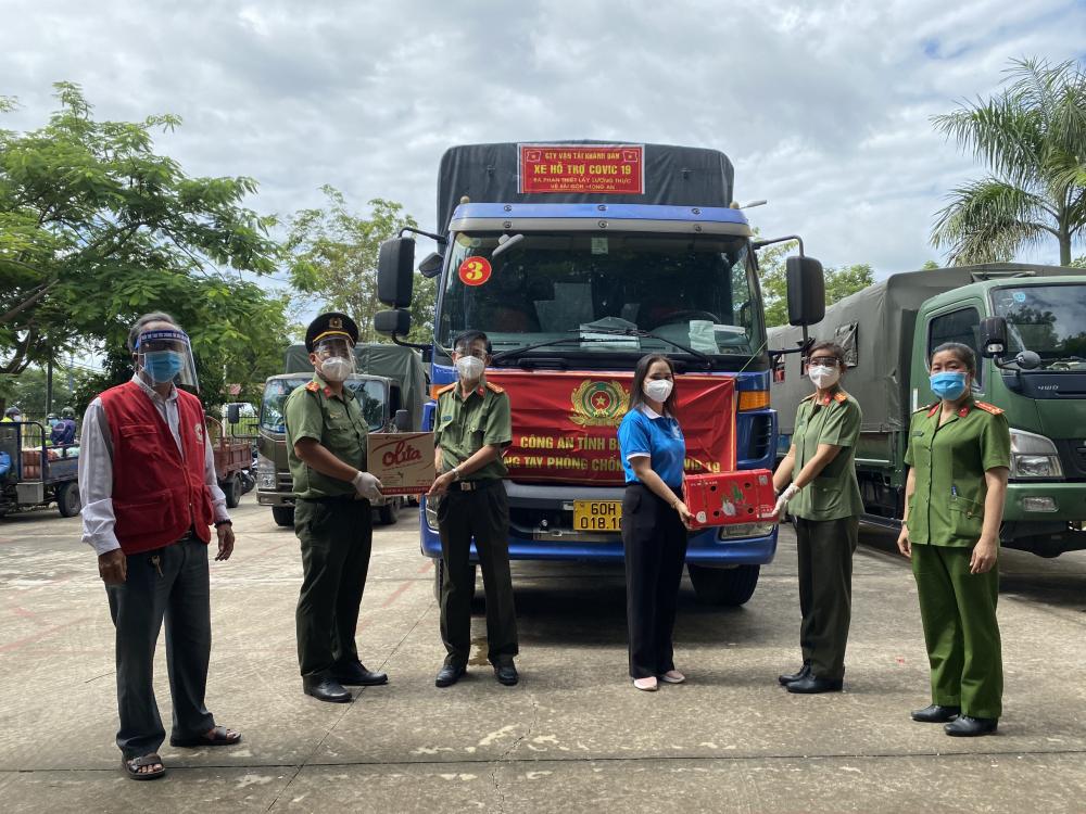 Chuyến xe nghĩa tình đến huyện Bình Chánh.