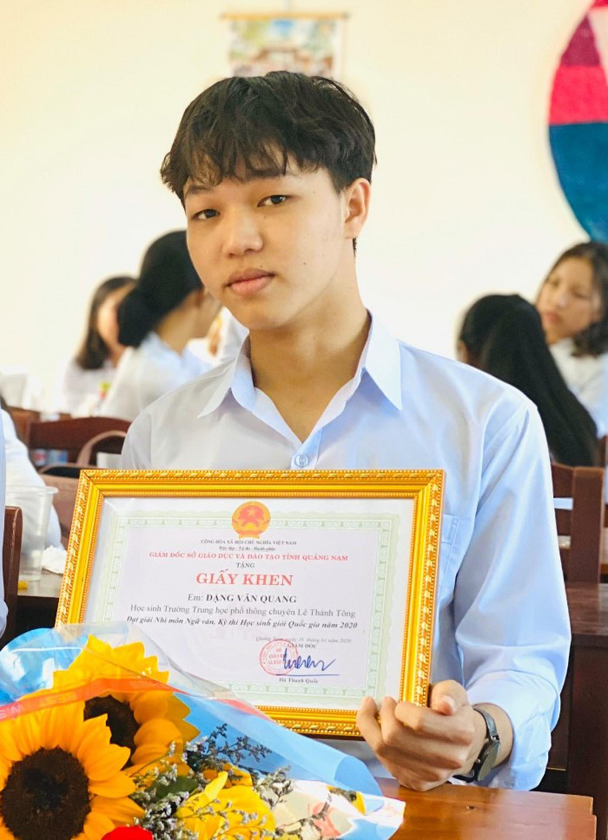 Thủ khoa Đặng Văn Quang