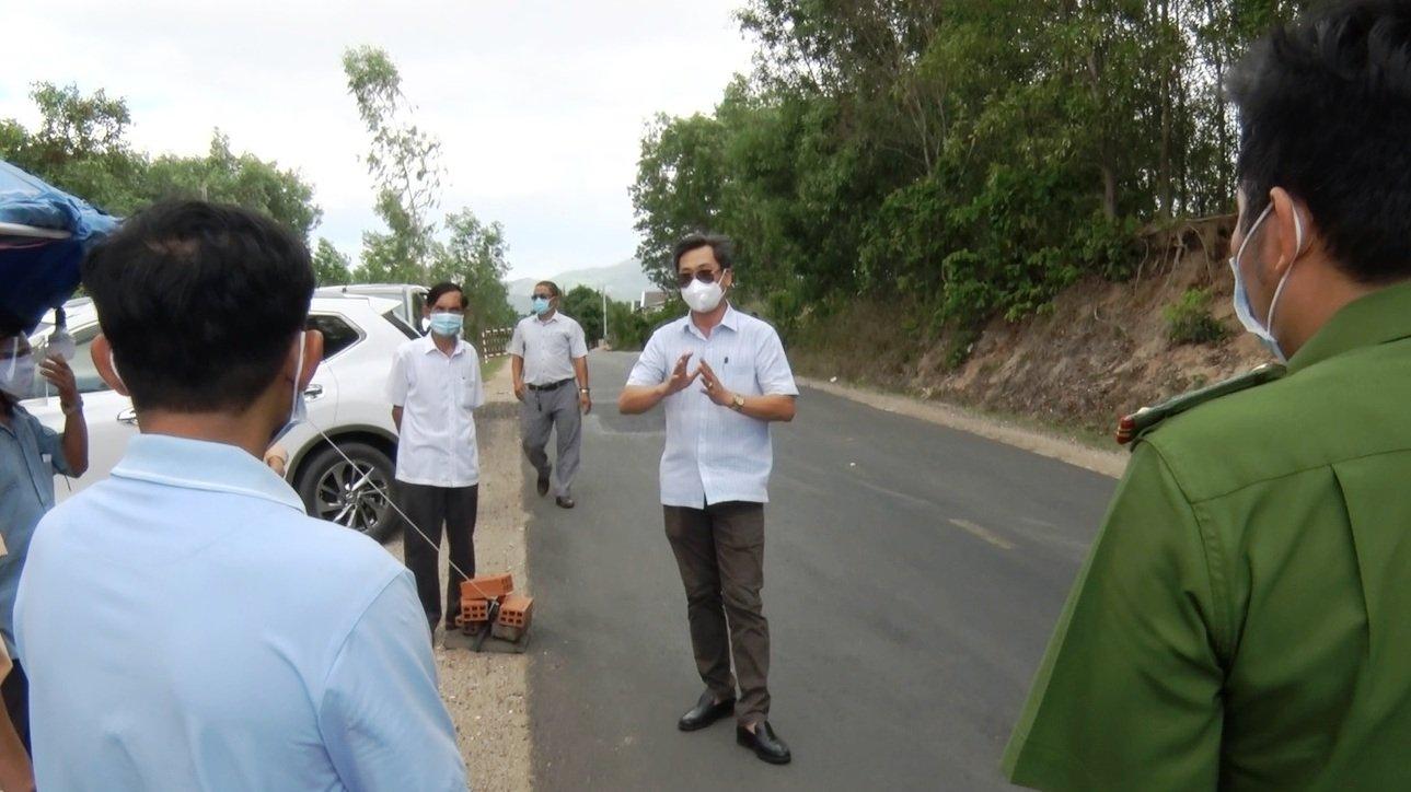 Kiểm tra chốt phòng chống dịch bệnh Covid-19 ở huyện miền núi Đồng Xuân (Phú Yên)