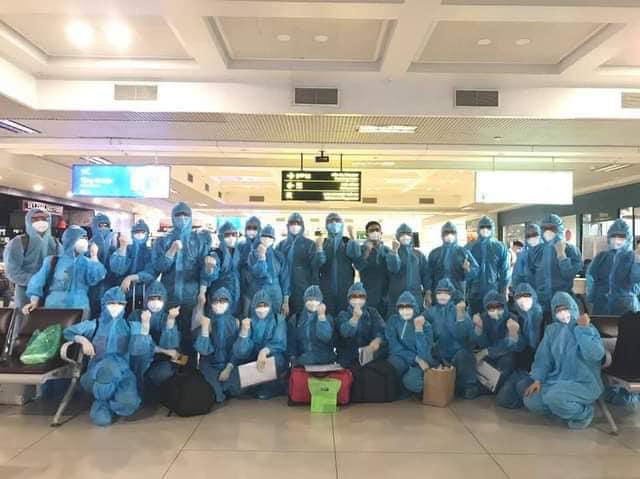 15 y bác sĩ của Bệnh viện Nhi Trung ương tình nguyện đi vào vùng dịch.