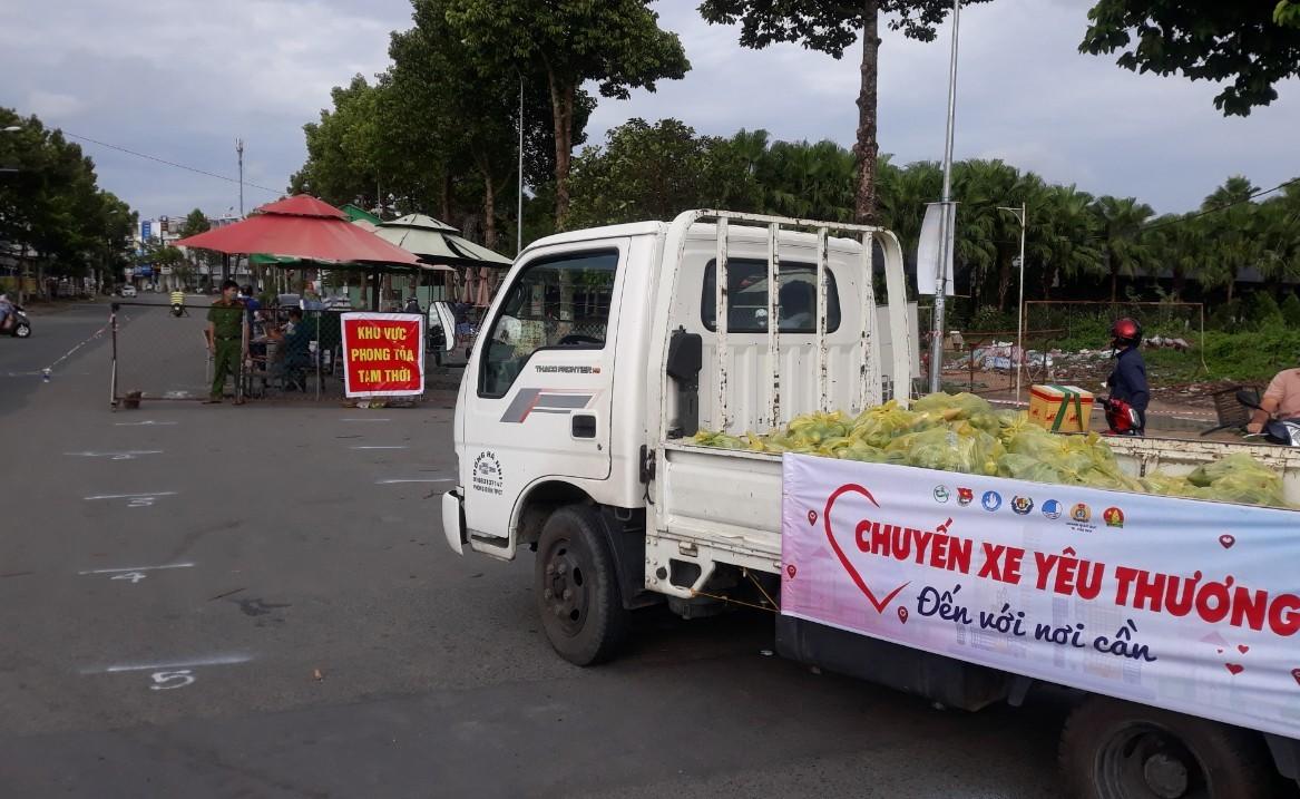 Nông sản miền Tây được chuyển vào các khu phong tỏa hỗ trợ người dân gặp khó khăn