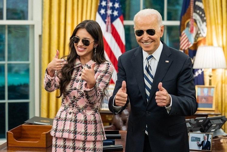 Phong cách thời trang gây sốt của Olivia Rodrigo trong chuyến thăm đến Nhà Trắng và gặp gỡ Tổng thống Joe Biden.