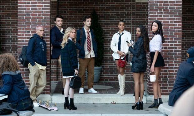 Dàn diễn viên Gossip Girl nổi bật với phong cách học đường preppy.
