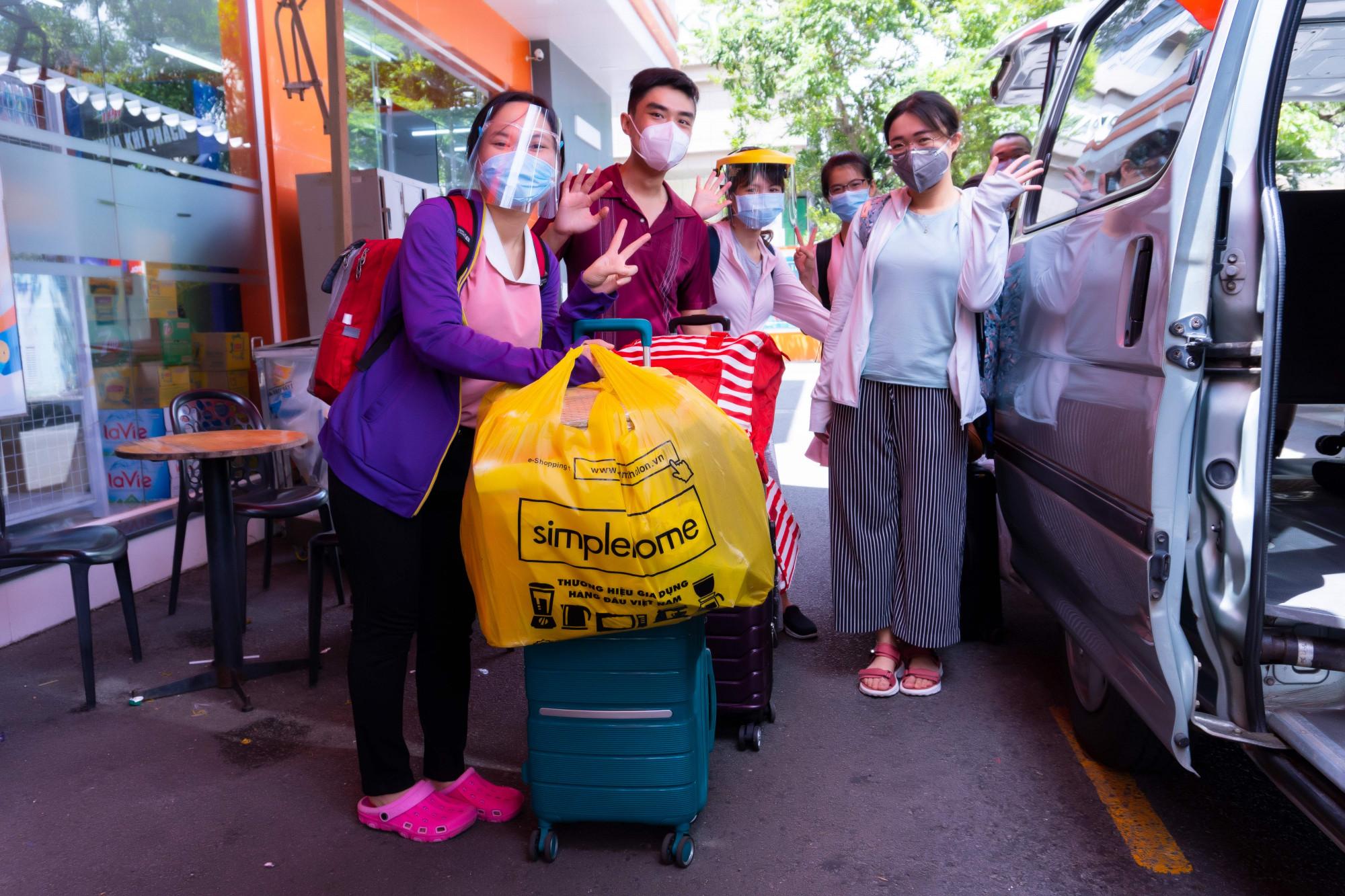 Các y, bác sĩ của Bệnh viện Hùng Vương lên đường đến Bệnh viện Thu dung điều trị COVID-19 số 16