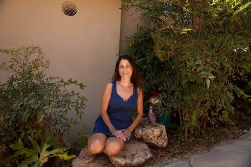 Segal tại nhà riêng của ở Eshhar, miền bắc Israel. Cô là người phụ nữ đã hiến một quả thận cho một cậu bé Palestine 3 tuổi ở Dải Gaza - Ảnh: AP
