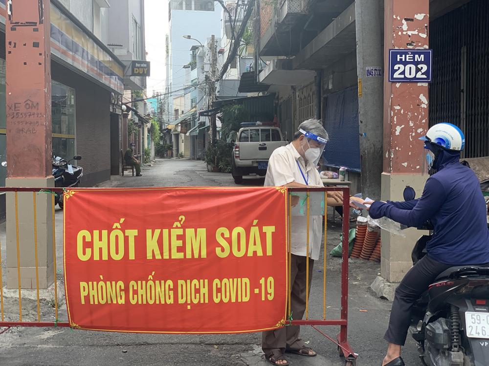 Chốt kiểm soát ở trên địa bàn quận Tân Bình.