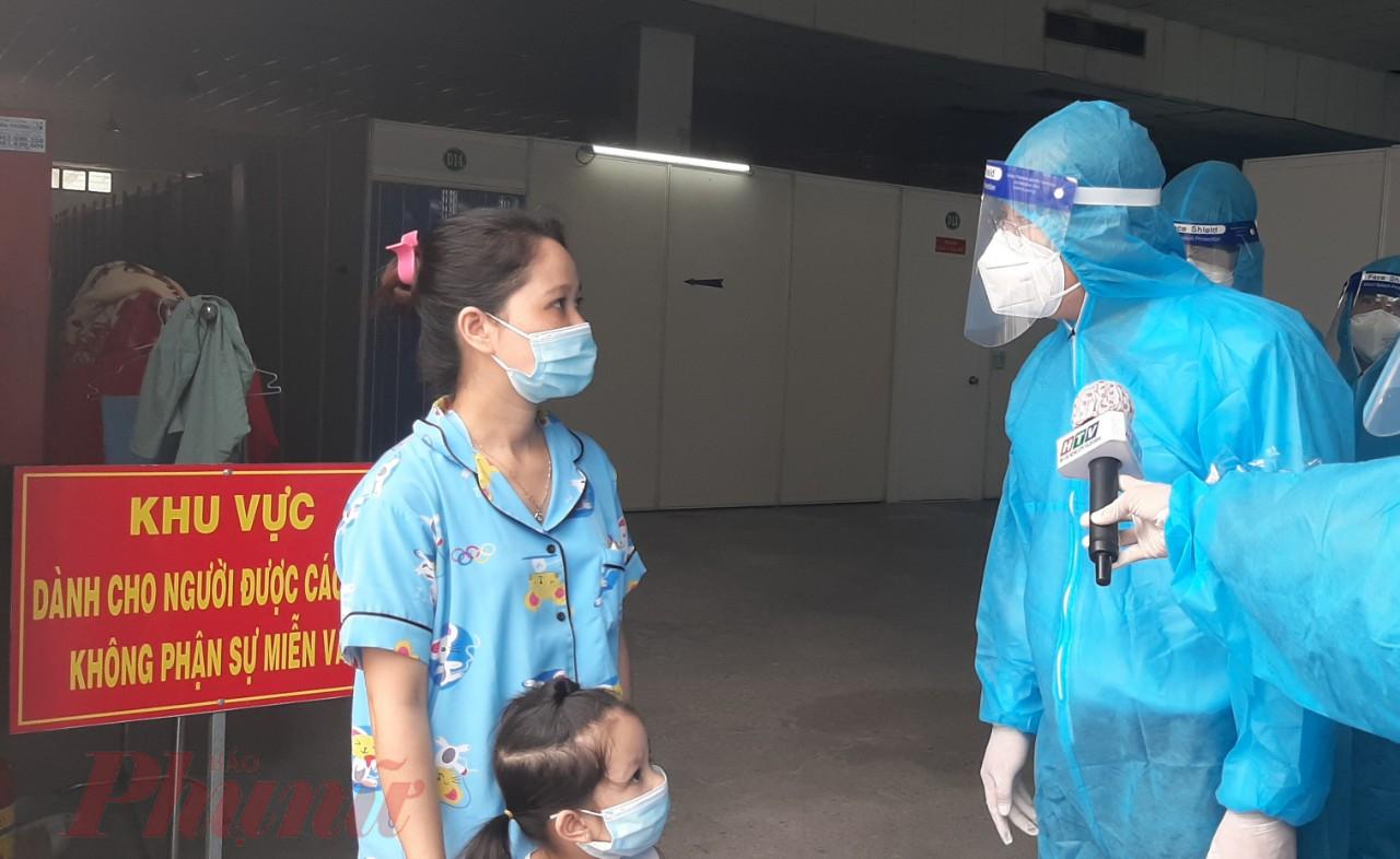 Phó bí thư Thành ủy TPHCM Nguyễn Hồ Hải  thăm hỏi bệnh nhân FO