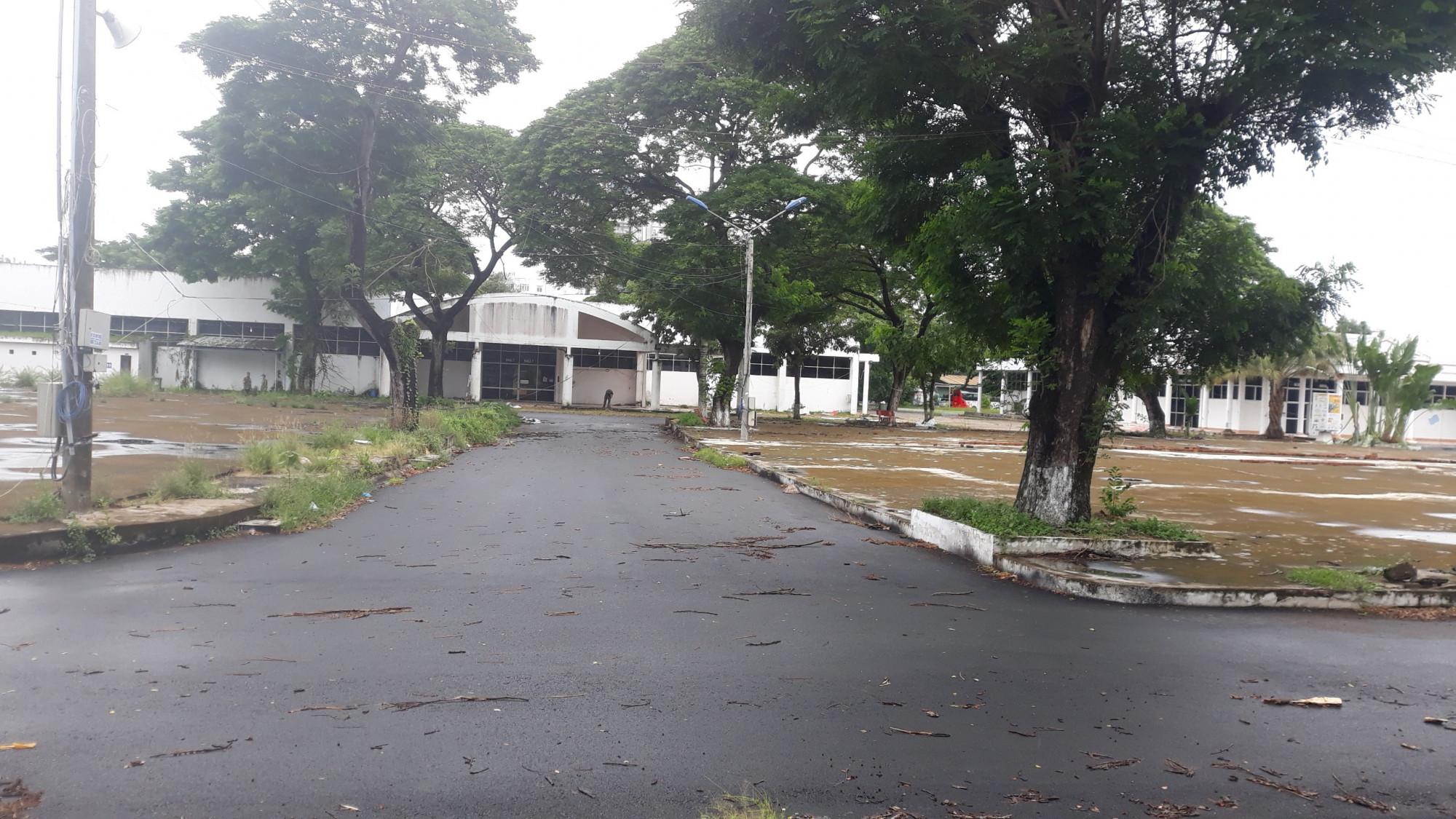 Một khu vực ngay trung tâm TP Cần Thơ dự kiến thành lập bệnh viện dã chiến, lực lượng quân đội đã có mặt chuẩn bị vào chiều ngày 28/7