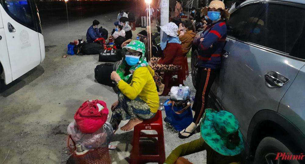 Hàng trăm người dân từ vùng dịch tiếp tục về quê Quảng Ngãi