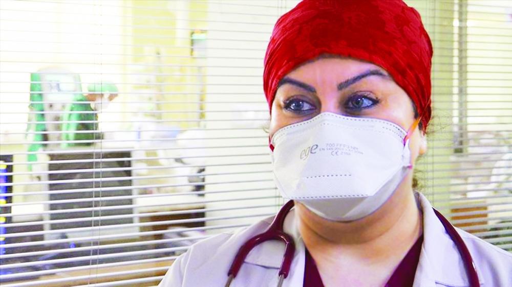 Yesim Selcuk Tasdemir xúc động hồi tưởng về nỗi nhớ con da diết những ngày cô lên đường ra tiền tuyến chống dịch - ẢNH: AA