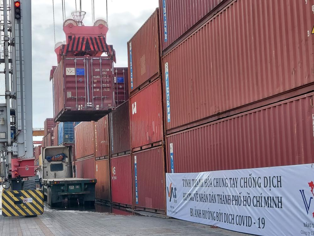 Bắt đầu dỡ hàng chuyển đến 21 quận huyện và TP. Thủ Đức của TP