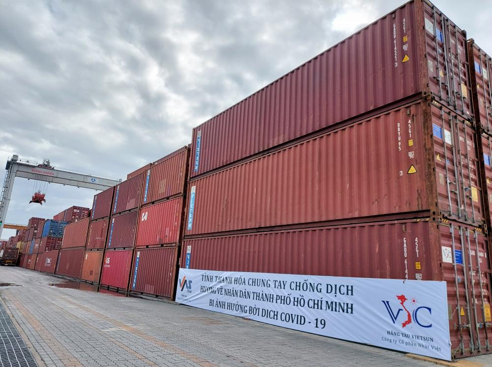 62 container chứa nhiều mặt hàng lương thực, thực phẩm thiết yếu (gạo, mì, miến...) từ Thanh Hóa đã cập cảng B