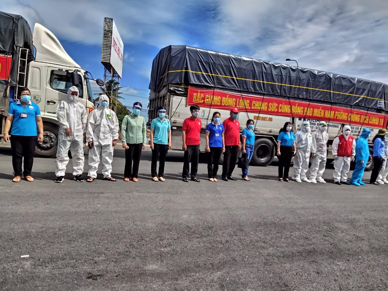 Những chuyến xe chở 100 tấn hàng hóa, nhu yếu phẩm của Bắc Giang đến với người dân thành phố Hồ Chí MInh