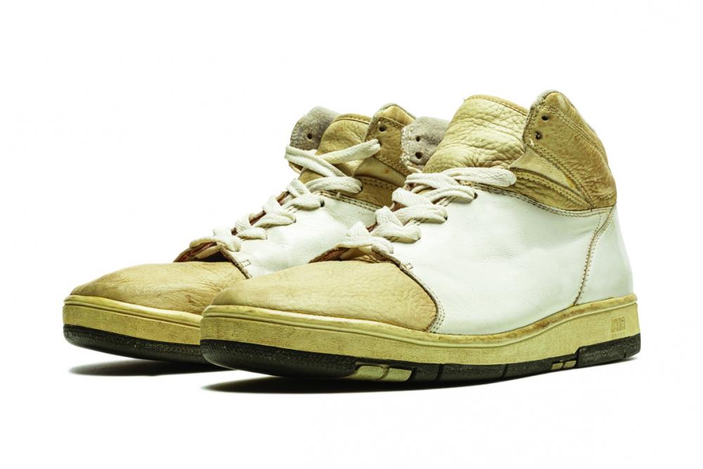 Một đôi Nike Air Jordan  đã được đấu giá ước tính  từ 120.000 - 160.000 USD