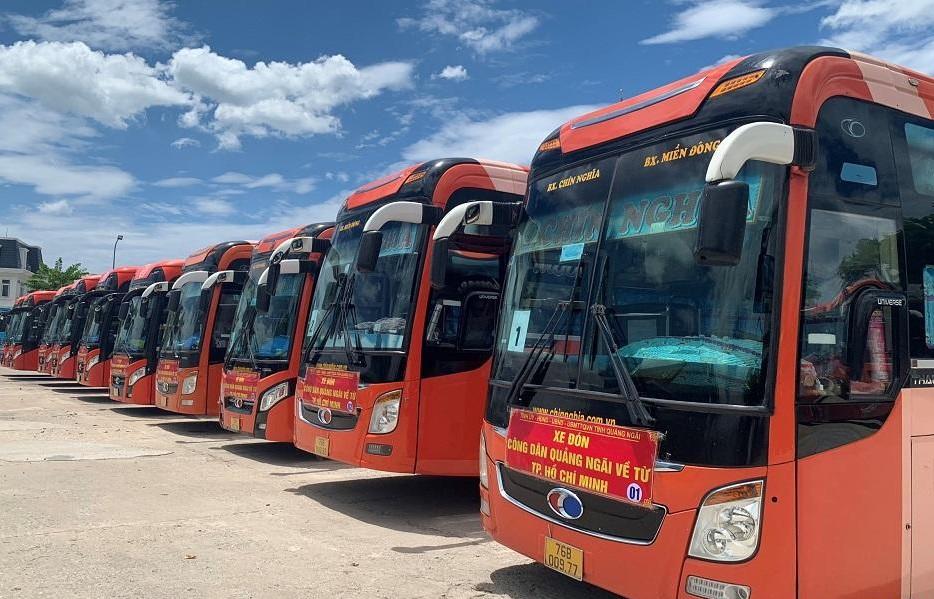 Quảng Ngãi đã tổ chức 20 chuyến xe đón công dân tỉnh có hoàn cảnh khó khăn từ TPHCM trở về quê.