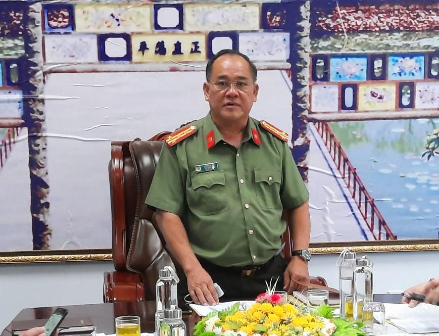 Đại tá Đại tá Lê Văn Vũ- Phó Giám đốc Công an tỉnh Thừa Thiên - Huế chủ trì buổi cung cấp thông tin về vụ án tham ô tài sản ở cảng hàng không quốc tế Phú Bài