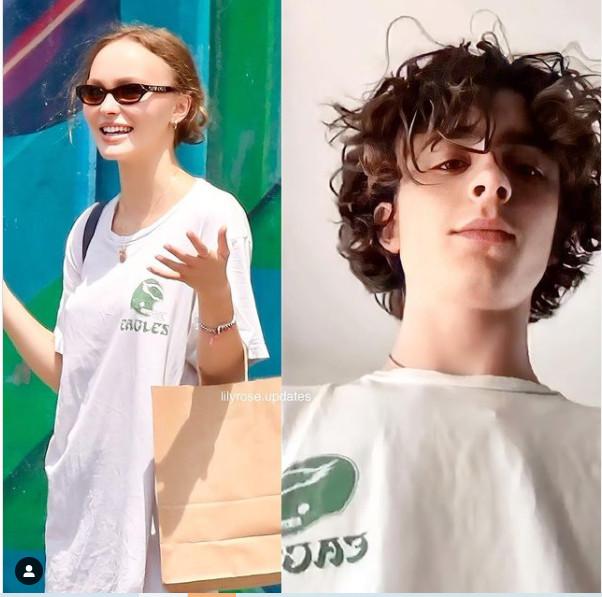 cặp đôi Lily-Rose Depp và Timothée Chalamet cũng sử dụng chung một chiếc áo phông