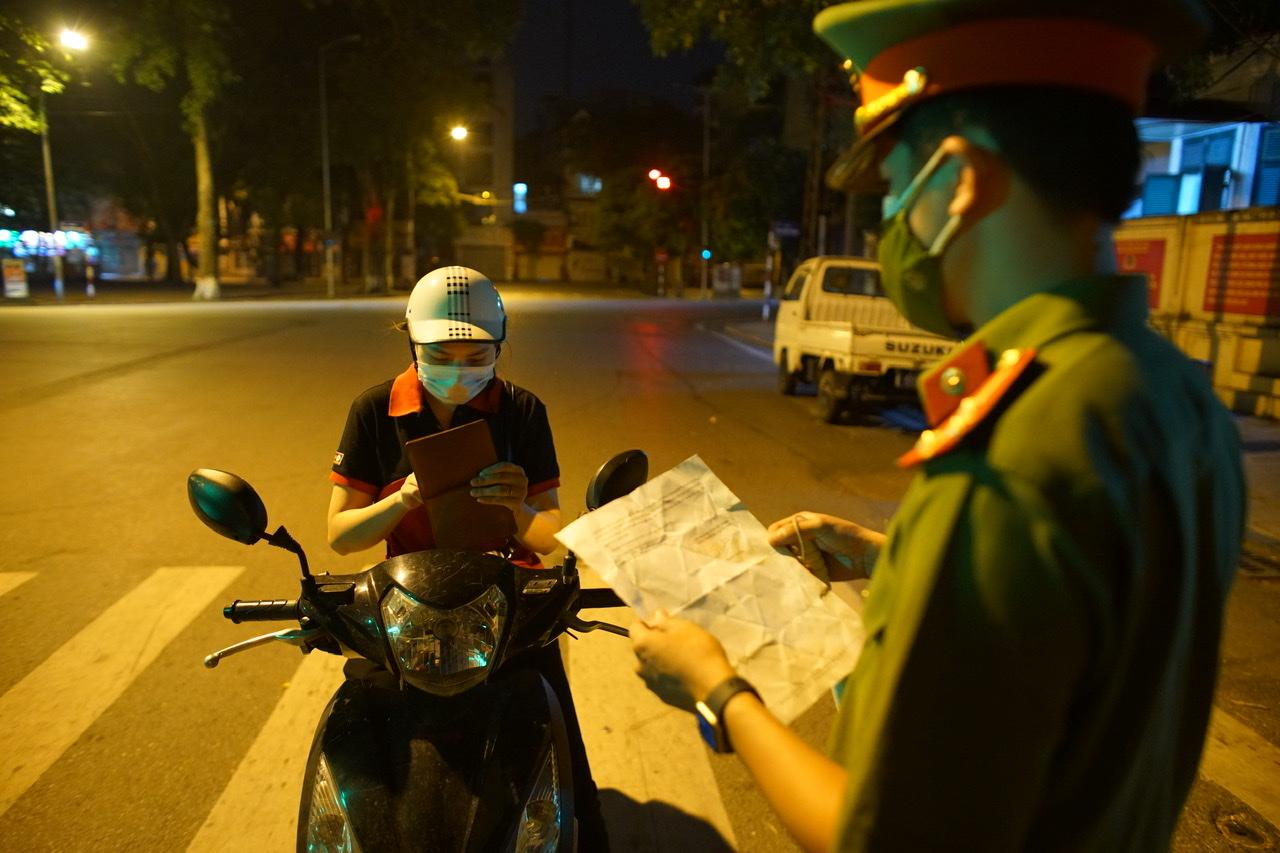 Hà Nội đã thống nhất mẫu giấy tờ cho người ra đường có lý do.