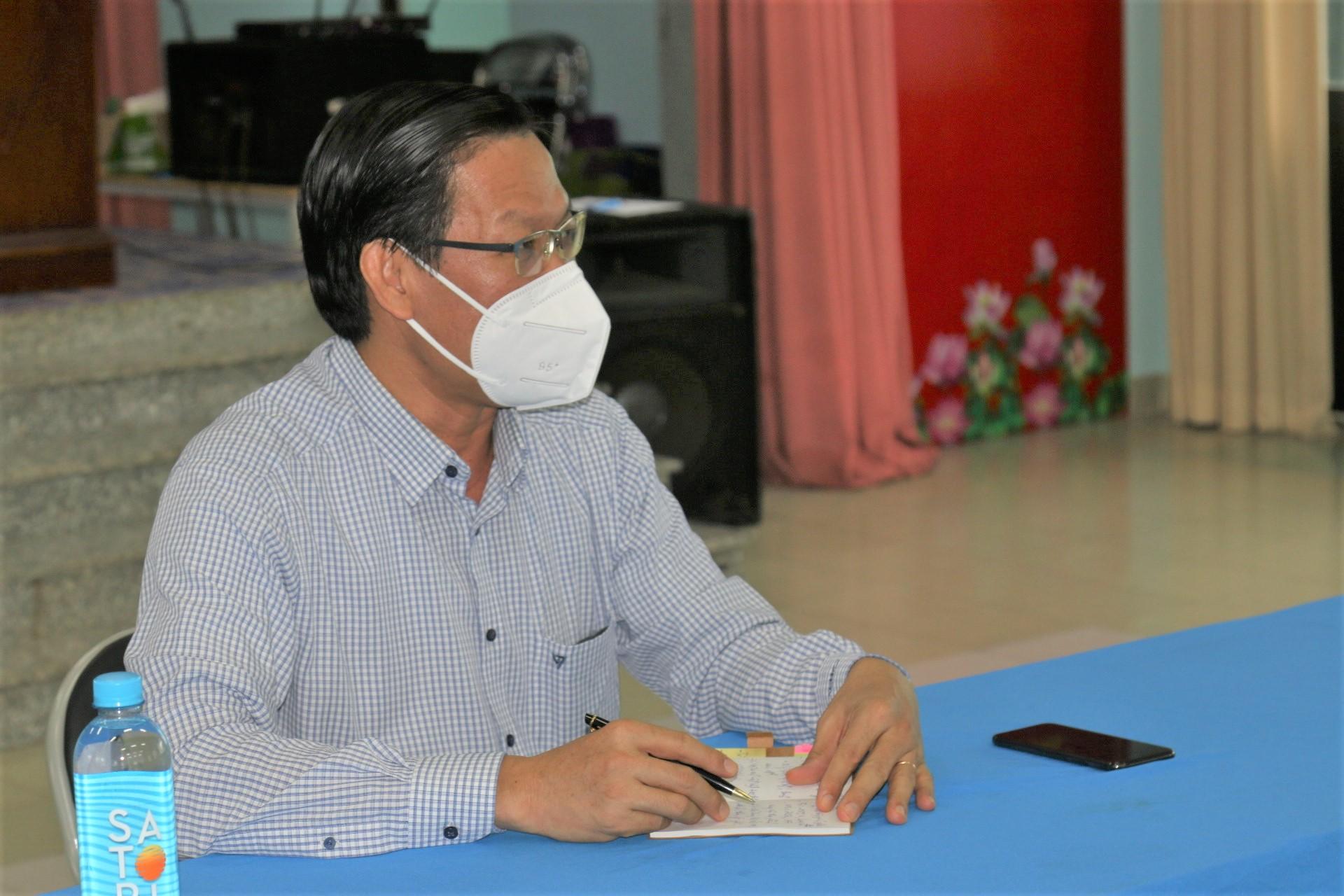 Phó bí thư Thường trực Thành ủy TPHCM Phan Văn Mãi làm việc tại UBND phường 7, quận 8