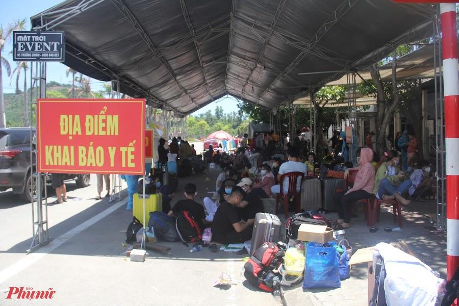 Cao điểm có ngày số người về bằng xe máy tăng đột biến, lên đến gần 500 lượt. Số di chuyển bằng phương tiện cá nhân khi đến Thừa Thiên Huế đã được đưa vào khu cách ly. Riêng với số công dân các tỉnh khác, Thừa Thiên Huế đã tổ chức xe trung chuyển đưa qua địa bàn, tránh tiếp xúc với người dân.