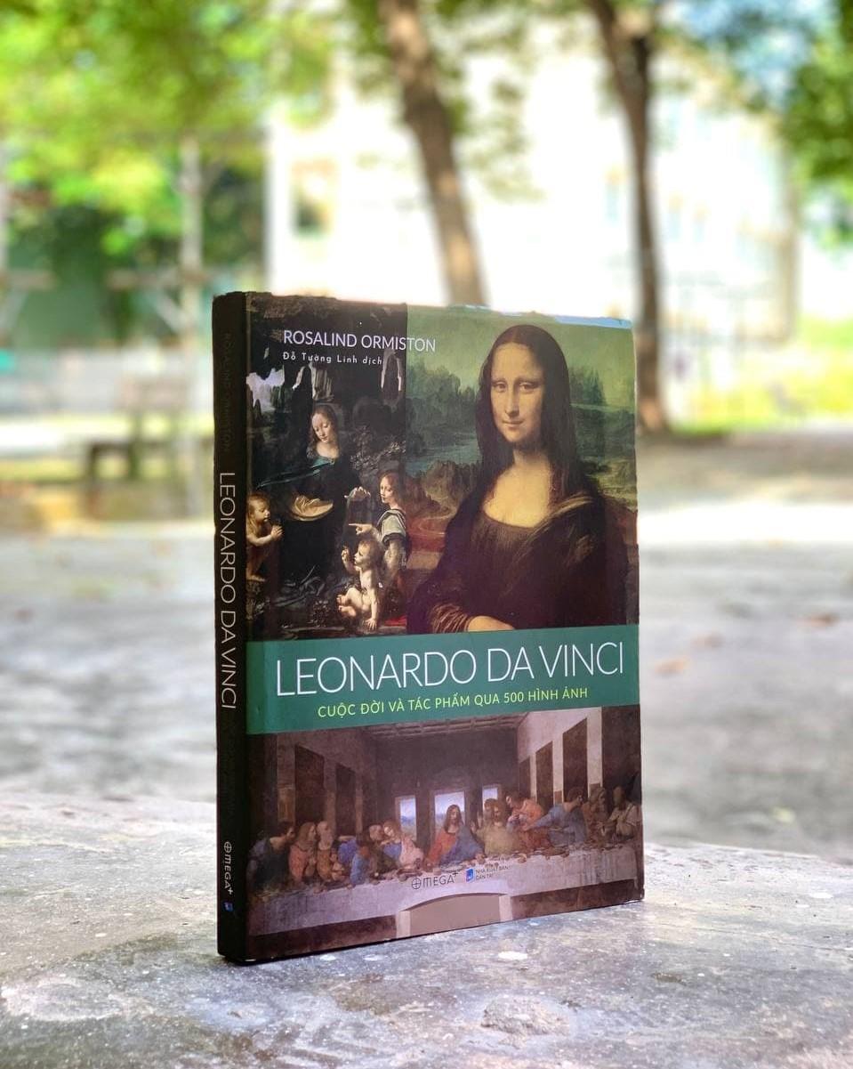 Cuốn sách chỉ có 260 trang nhưng có tới 500 hình ảnh liên quan đến cuộc đời và sự nghiệp của danh họa