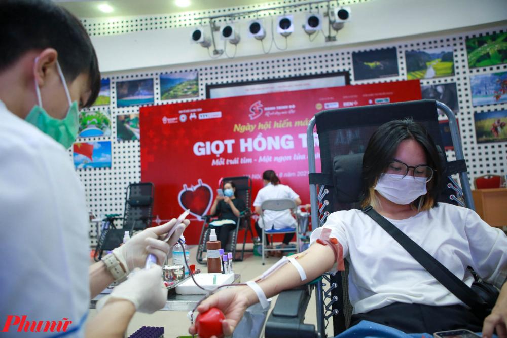Sau khi kêu gọi thì người dân có hưởng ứng tích cực sẵn sàng đi hiến máu dù đang trong mùa dịch.