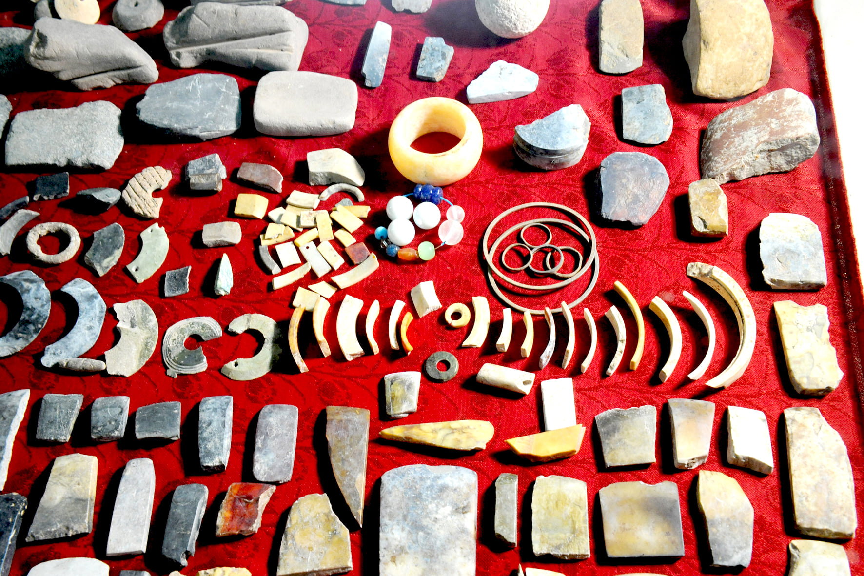 Cổ vật được khai quật tại di chỉ Vườn Chuối được người dân Lai Xá lưu giữ