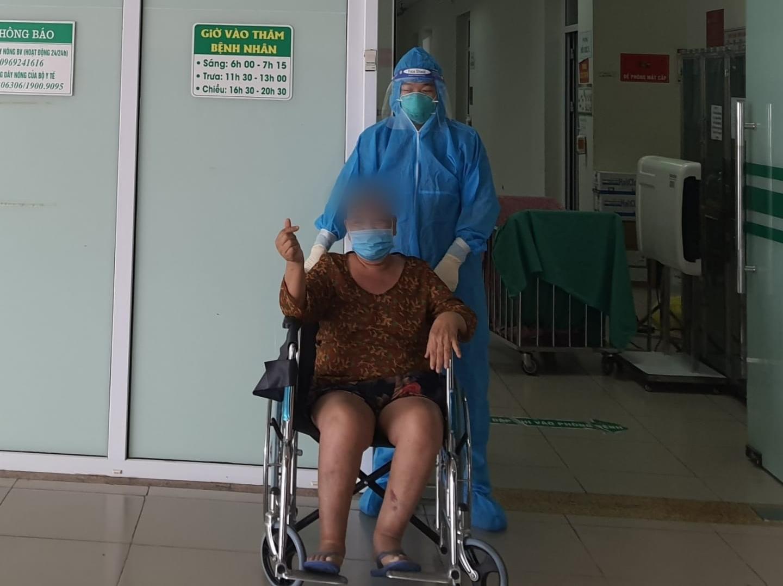 Bệnh nhân Hoàng Thị K. 64 tuổi  ở  thành phố Vinh, Nghệ An vào viện ngày 7/7, sau 24 ngày điều trị bệnh nhân đã được ra viện.