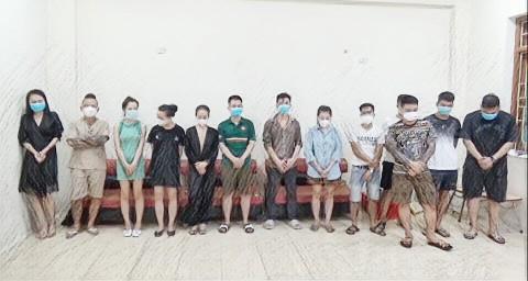 Nhóm nam, nữ thanh niên bị bắt khi đang bay lắc ma túy, trong đó có Dương Minh Tuyền