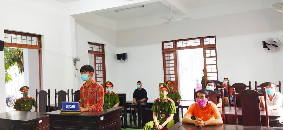 Bị cáo Luân nghe tòa tuyên án