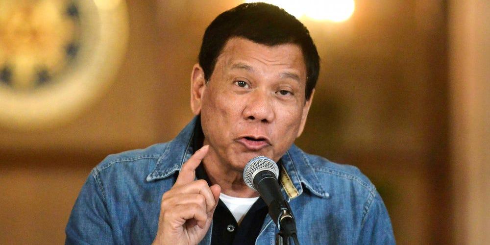Tổng thống Philippines Rodrigo Duterte là một người không khoan nhượng đối với những kẻ từ chối tiêm chủng ngừa COVID-19 - Ảnh: Reuters