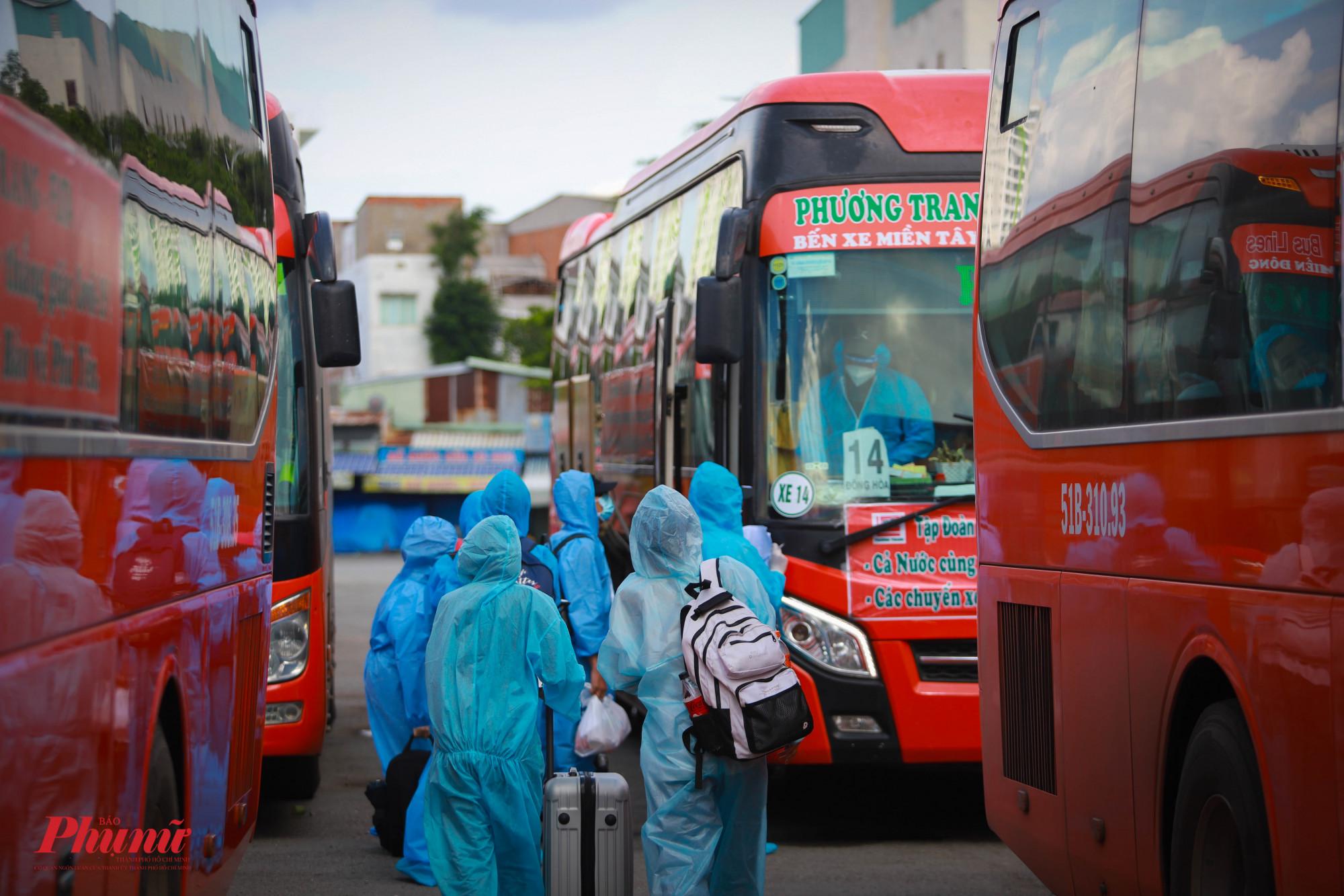 Hiện tại, đã có hơn 12.000 người dân Phú Yên được hỗ trợ về quê an toàn