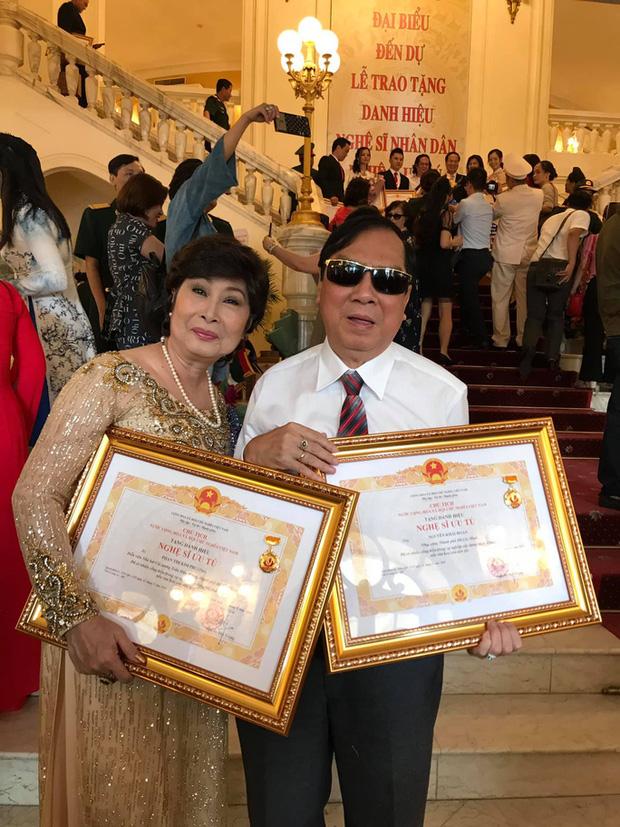 Nhạc sĩ Khải Hoàn và nghệ sĩ Kim Phương trong đợt phong tặng danh hiệu NSƯT năm 2019