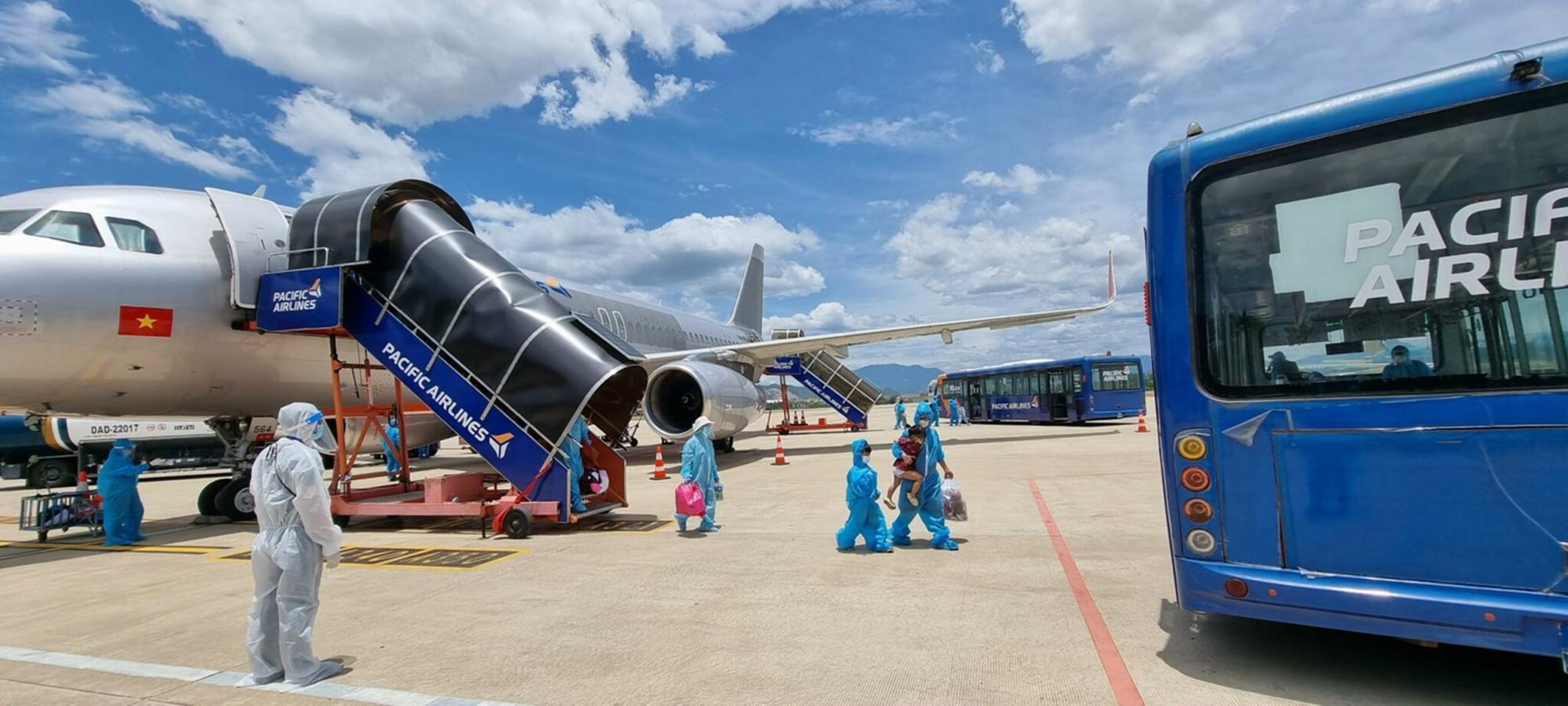 Được biết, chi phí 2 chuyến bay nói trên đưa bà con về quê được ông Trần Công Cảnh, Phó chủ tịch thường trực Hội đồng hương Quảng Nam Đà Nẵng ở phía Nam tài trợ.