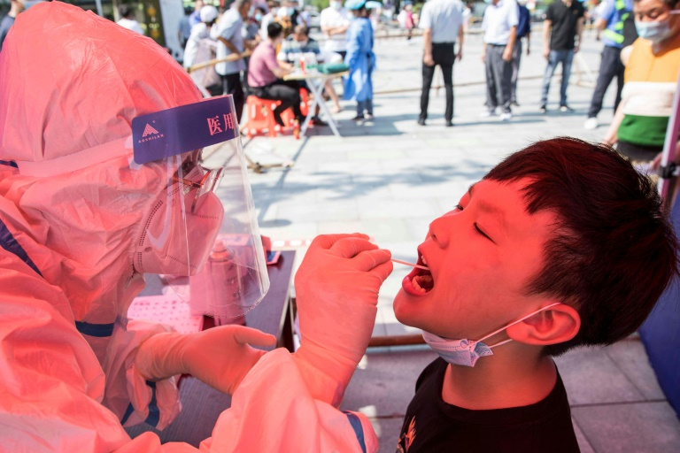 Số ca nhiễm coronavirus gia tăng tồi tệ nhất ở Trung Quốc trong nhiều tháng đã lan sang hai khu vực khác