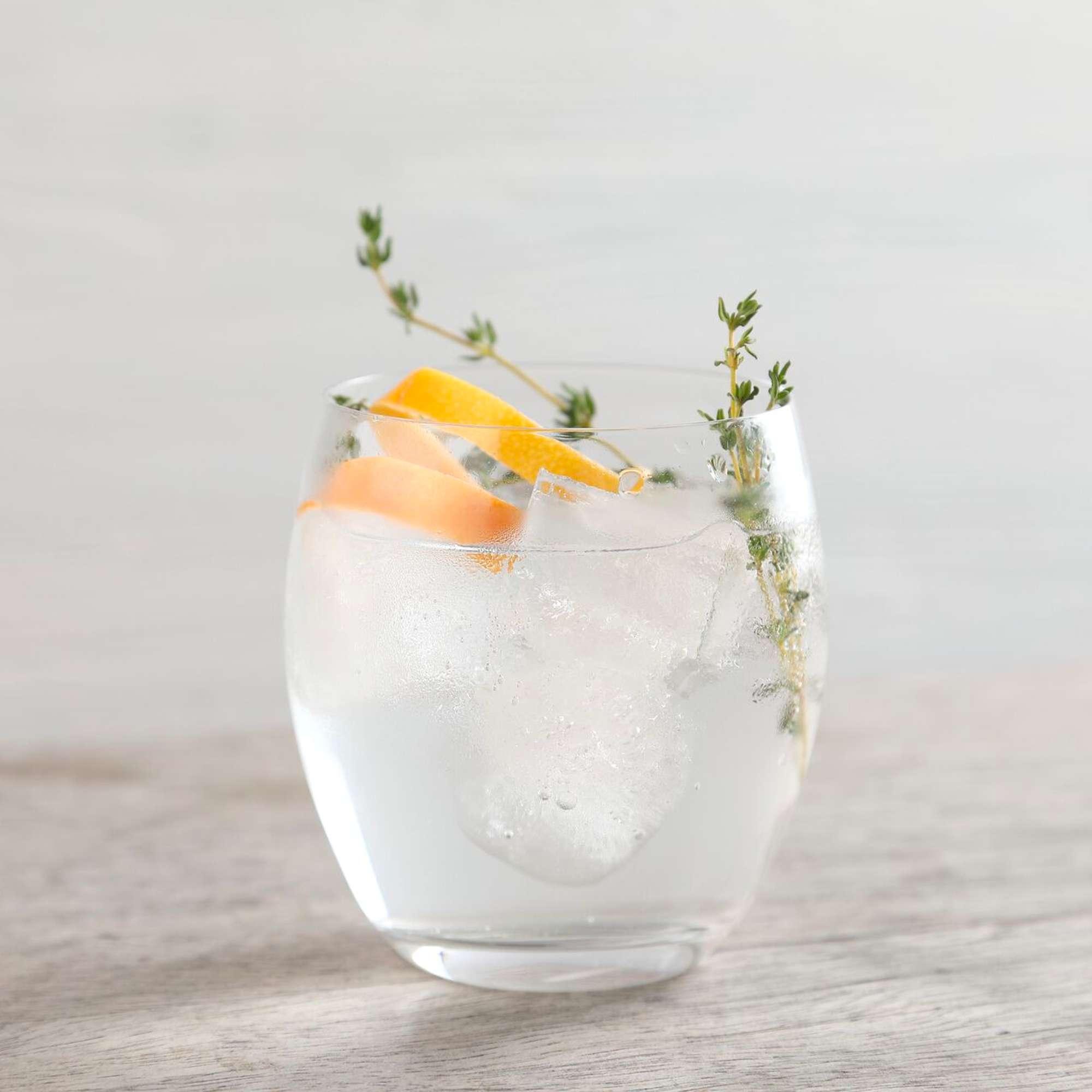 Thành phần 50ml rượu gin rong biển (Đảo Harris hoặc Dà Mhìle) 1 muỗng cà phê thuốc bổ (hoặc 100ml nước bổ nhẹ và bỏ nước soda) 100ml nước soda Để trang trí: một lát chanh , một ngọn giáo samphire và nhiều đá Phương pháp BƯỚC 1 Cho đá vào ly, cho một lát chanh và một ngọn samphire vào ly. Đổ 50ml rượu gin rong biển vào. Nếu bạn có thể lấy nó, hãy thêm 1 muỗng cà phê thuốc bổ và 100ml nước soda. Nếu bạn không thể, hãy sử dụng loại thuốc bổ sáng 100ml. Khuấy nhẹ trước khi dùng.  CŨNG ĐI VỚI G & T có gia vị Món mặn Địa Trung Hải G&T Bưởi đắng G&T Công thức từ tạp chí Good Food, tháng 9 năm 2017  Thêm từ khắp nơi trên web Câu chuyện được quảng cáo bởi Đôi dép hoàn hảo đã làm mưa làm gió trên toàn thế giới. Đôi dép hoàn hảo đã làm mưa làm gió trên toàn thế giới. (Quickdry SANDALS ™) COVID-19 - Tin tức và tin tức mới nhất COVID-19 - Tin tức và tin tức mới nhất (CNA) Một người đàn ông sở hữu ngôi nhà này đã lập kỷ lục mọi thời đại. Một người đàn ông sở hữu ngôi nhà này đã lập kỷ lục mọi thời đại. (Mansion Global) Lấy bằng Thạc sĩ ở Đức có thể dễ dàng hơn bạn nghĩ Lấy bằng Thạc sĩ ở Đức có thể dễ dàng hơn bạn nghĩ (Bằng Thạc sĩ tại Đức   Danh sách được Tài trợ) Ít nhất 120 con mèo được giải cứu khỏi 'nhà tù địa ngục' bên ngoài Bangkok Ít nhất 120 con mèo được giải cứu khỏi 'nhà tù địa ngục' bên ngoài Bangkok (CNA) Cristiano Ronaldo bán nhà ở Manchester: Đây là một căn nhà lớn Cristiano Ronaldo bán nhà ở Manchester: Đây là một căn nhà lớn (Mansion Global) Gặp gỡ Grace, robot chăm sóc sức khỏe COVID-19 được tạo ra Gặp gỡ Grace, robot chăm sóc sức khỏe COVID-19 được tạo ra (CNA) Lấy bằng Thạc sĩ ở Vương quốc Anh có thể dễ dàng hơn bạn nghĩ Lấy bằng Thạc sĩ ở Vương quốc Anh có thể dễ dàng hơn bạn nghĩ (Bằng Thạc sĩ tại Vương quốc Anh   Danh sách được Tài trợ) Nhận xét, câu hỏi và mẹo Đánh giá công thức này Xếp hạng sao của bạn trong số 5 là gì?1 sao trên 5 2 sao trên 5 3 sao trên 5 4 sao trên 5 5 sao trên 5 Chọn loại tin nhắn bạn muốn đăng Chọn loại tin nhắn bạn muốn đăng  Nhận 