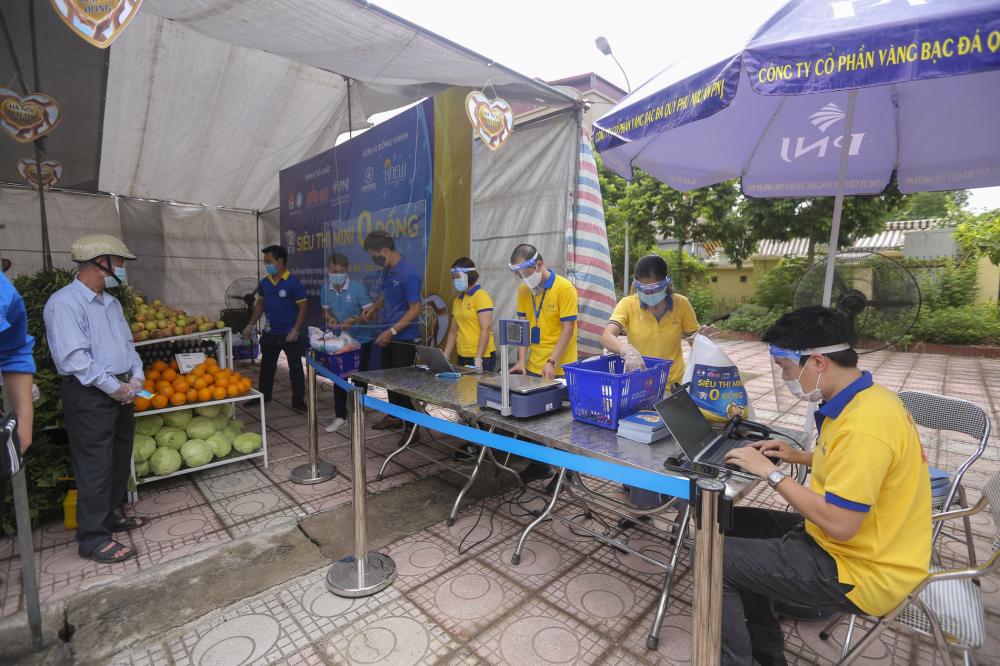 """Chương trình do Thành đoàn, Hội Sinh viên thành phố Hà Nội - Hội Sinh viên Việt Nam thành phố Hà Nội phối hợp với các đơn vị triển khai. Ngoài ra, """"Siêu thị mini 0 đồng"""" tại Hà Nội cũng được bảo trợ bởi Sở Công Thương thành phố Hà Nội."""