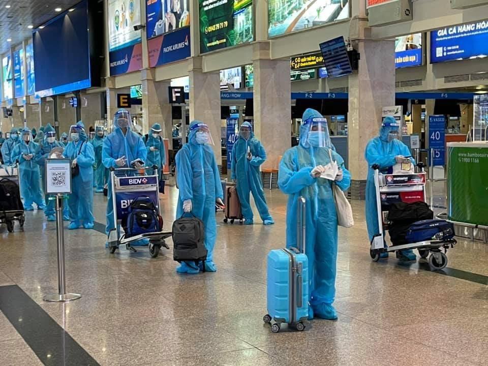 Công dân Bình Định được bố trí đưa về quê trên các chuyến bay do tỉnh Bình Định tổ chức vào cuối tháng 7.2021. Ảnh: Hội đồng hương Bình Định tại TPHCM.