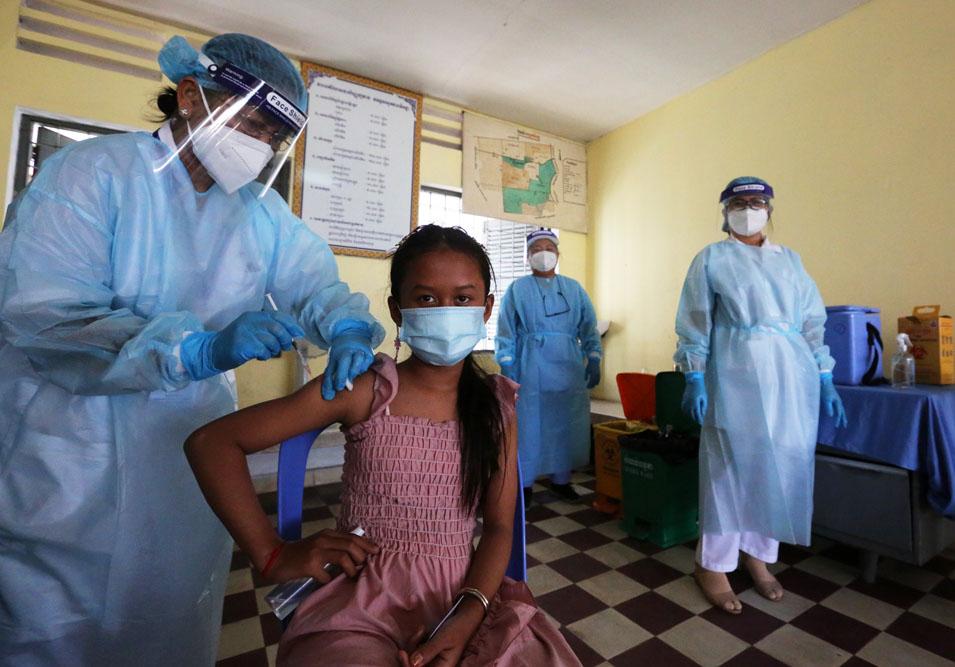 Hôm nay, chính phủ Campuchia đã triển khai chiến dịch tiêm vắc xin cho trẻ từ 12 đến 17 tuổi
