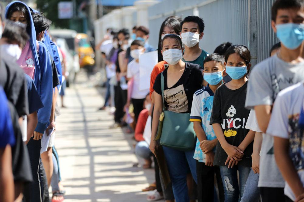 Tại Campuchia, cho đến nay hơn 7 triệu người trong số 10 triệu người đủ điều kiện đã được tiêm vaccine ngừa COVID-19