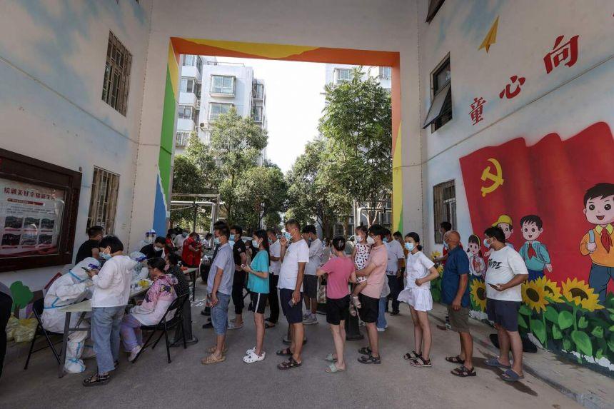 Các thành phố tại Trung Quốc nỗ lực mở rộng xét nghiệm COVID-19 cho hàng triệu nguoiwfi.